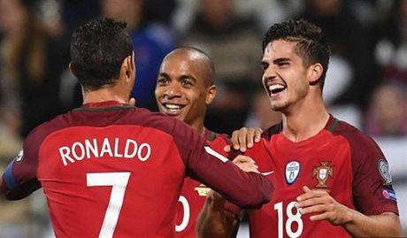 Ronaldo va tran 'tennis' thu 2 lien tiep cua Bo Dao Nha - Anh 3