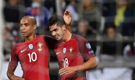Ronaldo va tran 'tennis' thu 2 lien tiep cua Bo Dao Nha - Anh 4