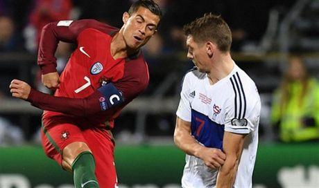 Ronaldo va tran 'tennis' thu 2 lien tiep cua Bo Dao Nha - Anh 5