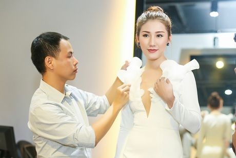 A hau Bao Nhu he lo trang phuc tham gia Miss Intercontinental - Anh 1