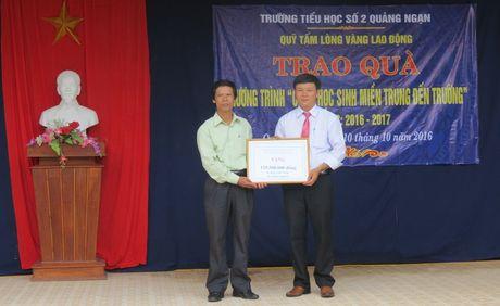 Cong doan nganh giao duc Thua Thien Hue chia se kho khan voi thay tro vung bien - Anh 5