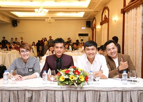 "Huynh Lap ""chap but"" cho Viet Huong deo day chuyen hon 2 ty tai liveshow - Anh 5"