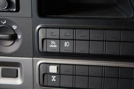 Xe ben Hyundai Xcient - noi that nhieu tien nghi, co giuong va co cho treo rem - Anh 8