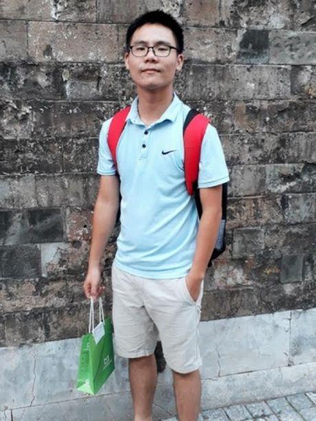 Nghi luc cua chang sinh vien hoc gioi me san hoc bong - Anh 8