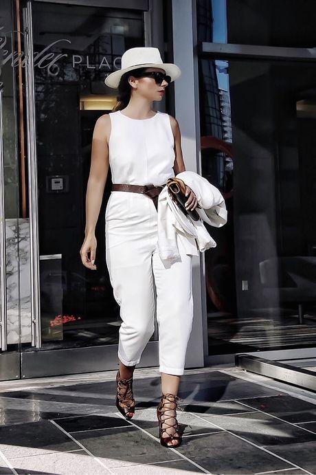 Thu dien jumpsuit phong cach xuong pho nhu fashionista chuyen nghiep - Anh 2