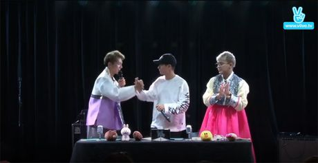 Kelvin Khanh sang Han mua hanbok tang Khoi My - Anh 3