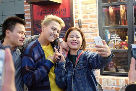 BTV dai KBS Han Quoc tu nhan la 'fan bu' cua Duy Khanh - Anh 5