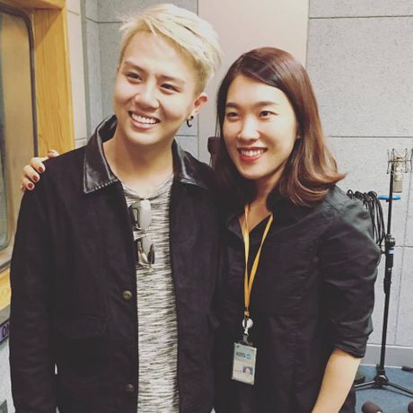 BTV dai KBS Han Quoc tu nhan la 'fan bu' cua Duy Khanh - Anh 7