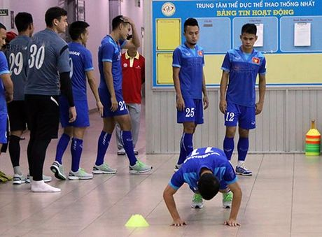 Tai sao DT Viet Nam, Cong Vinh tap hit dat, boi trong nha? - Anh 12