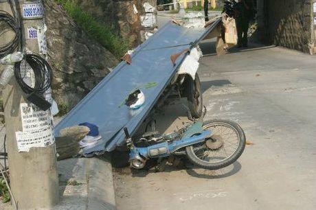 TT Hue: Phanh gap, lai xe bi ton de tu vong - Anh 1
