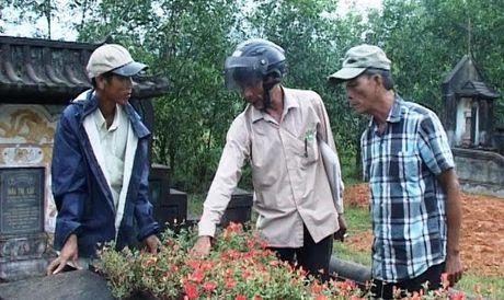 Phat hien hang tram ngoi mo bi dong dinh thep bat thuong - Anh 1