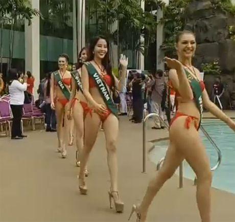 Choang truoc tao dang bikini cua thi sinh Hoa hau Trai dat 2016 - Anh 8