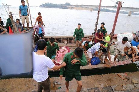 Tau cho gan 50 nguoi chim o Quang Tri, mot nguoi chet - Anh 1
