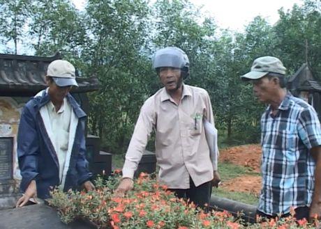 Thong tin moi nhat ve viec nhieu ngoi mo bi ke xau dong dinh o Thua Thien - Hue - Anh 4