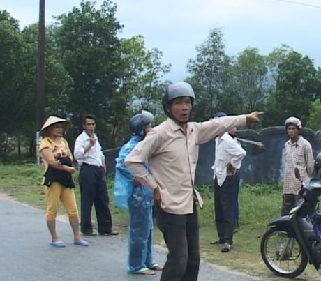 Thong tin moi nhat ve viec nhieu ngoi mo bi ke xau dong dinh o Thua Thien - Hue - Anh 5
