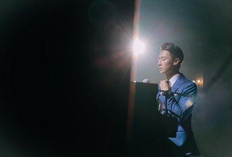 'Nam than' Rocker Nguyen chinh thuc gia nhap Vpop voi MV dep long lanh - Anh 14