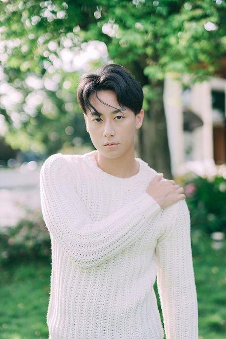 'Nam than' Rocker Nguyen chinh thuc gia nhap Vpop voi MV dep long lanh - Anh 2