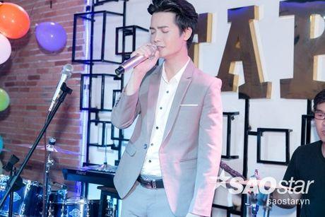 Say dam nghe 'Hoang tu buon' Tuan Phuong hat ngot lim trong dem nhac rieng - Anh 3