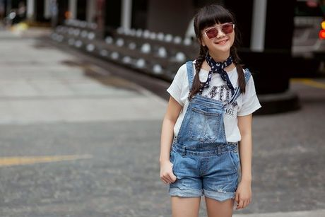 Kim Anh The Voice Kids khoe street style xinh xan tren pho - Anh 2