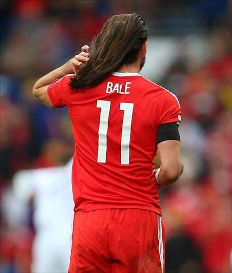 Tan chay voi mai toc bong benh cua Gareth Bale - Anh 3