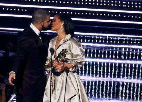 Ro tin Drake va Rihanna 'duong ai nay di' - Anh 1