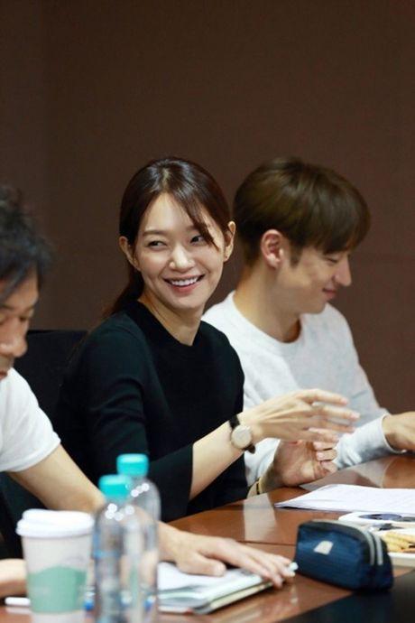 Sau 'Train To Busan', Gong Yoo tan cong man anh nho cung Kim Go Eun - Anh 14