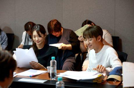 Sau 'Train To Busan', Gong Yoo tan cong man anh nho cung Kim Go Eun - Anh 15