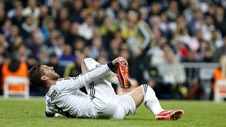 Real den dui: Ramos co the lo derby Madrid - Anh 1