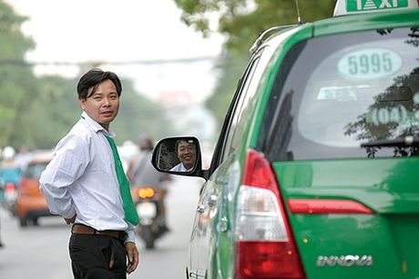 Gan 500 taxi bi thu phu hieu vi lai xe lien tuc 4 gio - Anh 1