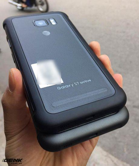 """Can canh """"noi dong coi da"""" Samsung Galaxy S7 Active dau tien vua ve den Viet Nam - Anh 3"""