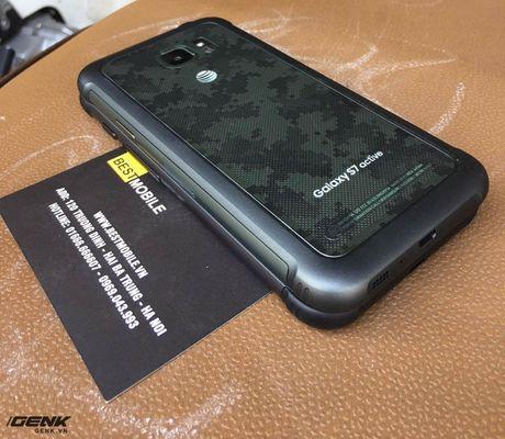 """Can canh """"noi dong coi da"""" Samsung Galaxy S7 Active dau tien vua ve den Viet Nam - Anh 5"""