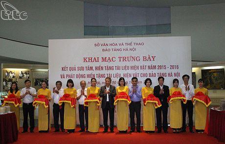 Khai mac hoat dong trung bay ket qua suu tam, hien tang tai lieu, hien vat nam 2015-2016 tai Bao tang Ha Noi - Anh 1