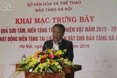 Khai mac hoat dong trung bay ket qua suu tam, hien tang tai lieu, hien vat nam 2015-2016 tai Bao tang Ha Noi - Anh 2