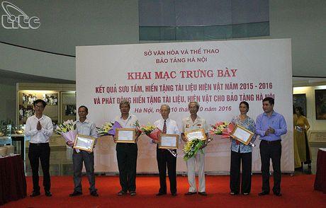 Khai mac hoat dong trung bay ket qua suu tam, hien tang tai lieu, hien vat nam 2015-2016 tai Bao tang Ha Noi - Anh 8