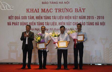 Khai mac hoat dong trung bay ket qua suu tam, hien tang tai lieu, hien vat nam 2015-2016 tai Bao tang Ha Noi - Anh 9