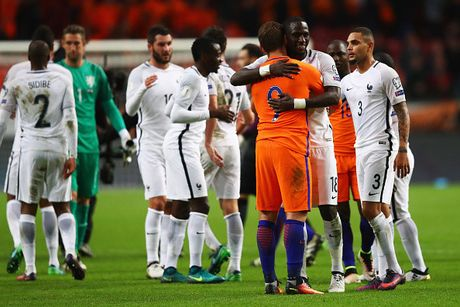 Vong loai World Cup 2018: San khau cua Pogba & Ronaldo - Anh 3