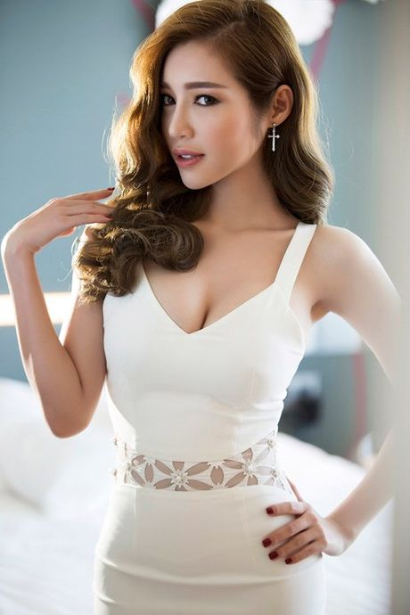 Khong can bikini cung it nguoi vuot duoc nguc 'khung' cua Elly Tran - Anh 11