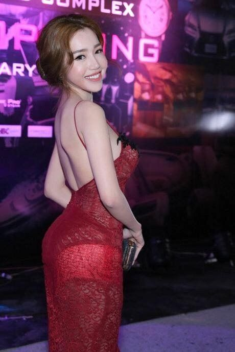 Khong can bikini cung it nguoi vuot duoc nguc 'khung' cua Elly Tran - Anh 9