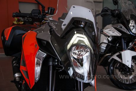 Sieu mo to KTM 1290 Super Duke GT dau tien cap ben Viet Nam, gia tu 690 trieu Dong - Anh 6