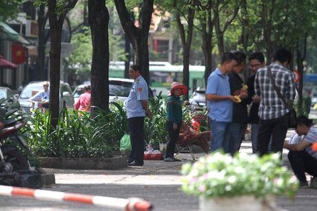 """Phuong Ben Nghe len tieng vu dan to can bo trat tu """"lam kho"""" - Anh 1"""