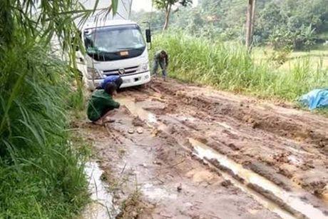 Huyen Lap Thach, Vinh Phuc: Dan khon kho vi du an duong lien xa 'rua bo' - Anh 1