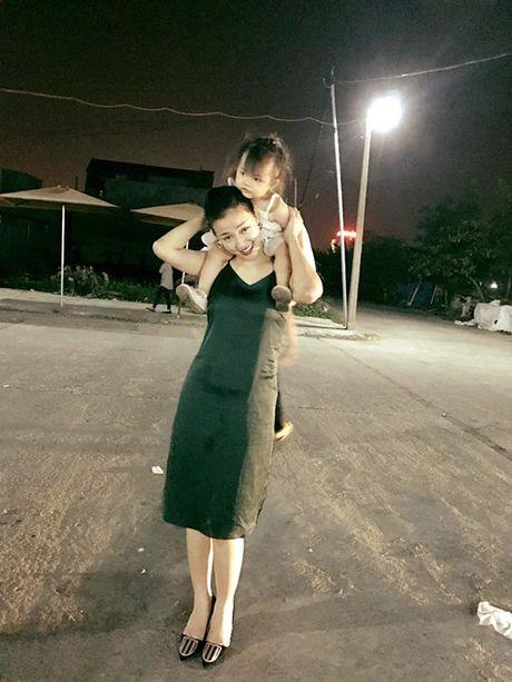 Sao Viet 12/10: An Nguy xinh xan ben 'nguoi yeu tin don', Maya khoe con gai - Anh 9