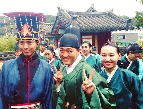 Sao Han 12/10: Dara quan rach tan nat, Kim Sae Ron cang lon cang sanh dieu - Anh 1