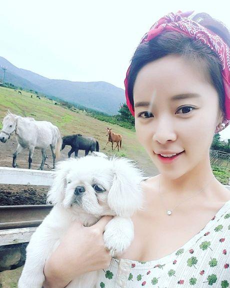 Sao Han 12/10: Dara quan rach tan nat, Kim Sae Ron cang lon cang sanh dieu - Anh 7