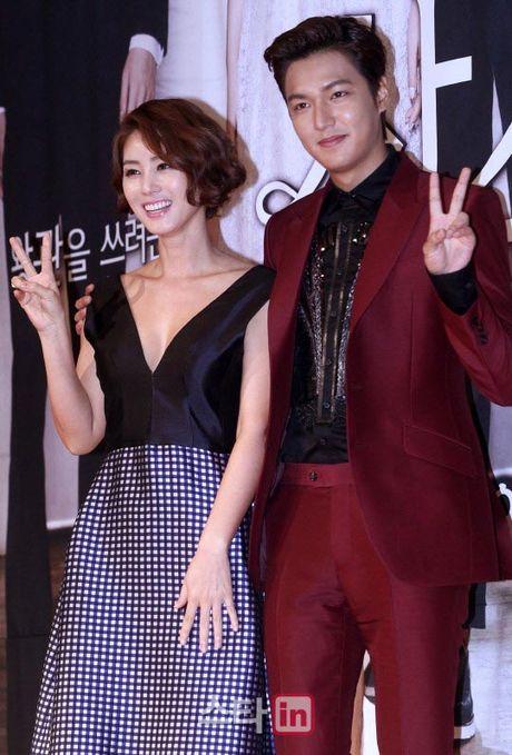 'Me' Lee Min Ho hoi ngo 'con trai' sau 3 nam - Anh 3