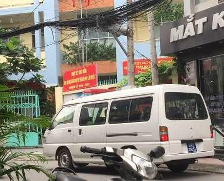 Phuong doi truong tu vong trong phong lam viec sau tieng no - Anh 1