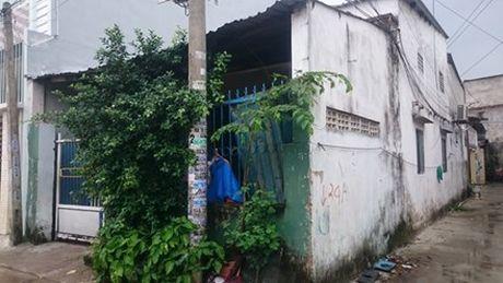 Vo chet, chong nguy kich o Da Nang: Hang xom ke phut kinh hoang - Anh 1