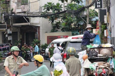 TP HCM: No sung o UBND phuong, 1 nguoi chet - Anh 1