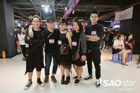 Giong hat Viet 2017 tuyen sinh ngay dau tien tai Ha Noi: Dan trai xinh gai dep hao huc lo dien - Anh 10