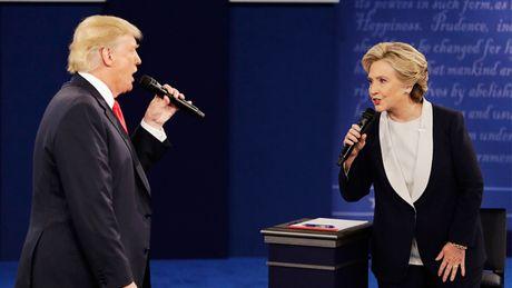 Trump-Clinton: Cuoc chay marathon cua huenh hoang va gian du - Anh 1